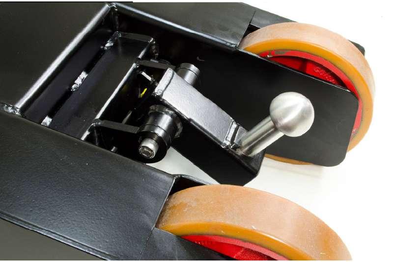 elektrický ručně vedený tahač t1000-p má elektrický zdvihací hák, kterým přizvedne tažené břemeno