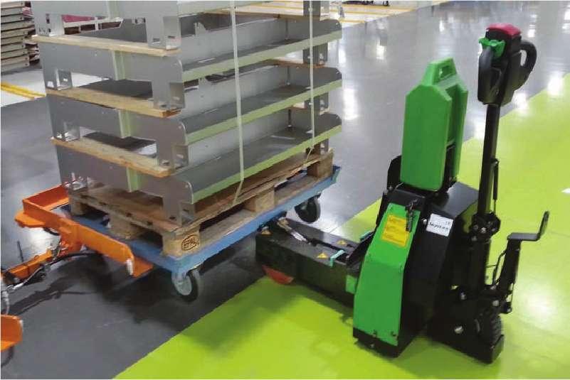 elektrický ručně vedený tahač t1500-rzs manipuluje podvozek e-rámu se 4 otočnými kolečky ve skladu