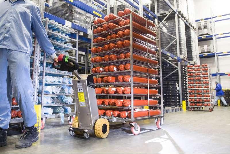 elektrický ručně vedený tahač t1000-cleanroom v potravinářství, manipulace s přepravním vozíkem