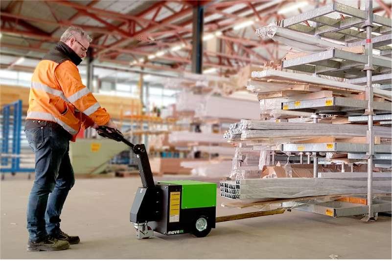 elektrický ručně vedený tahač t2500 s dlouhým hákem tahá pojízdný konzolový regál ve skladu