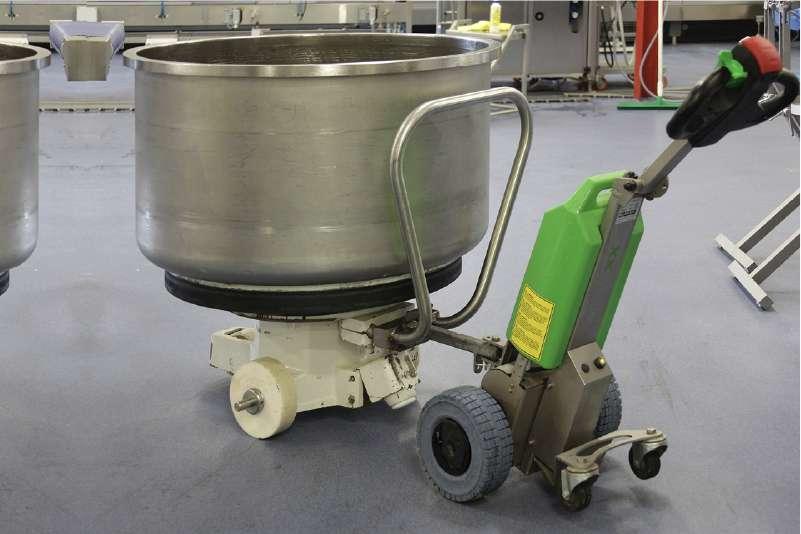 elektrický ručně vedený tahač t1000 -rvs v potravinářství, uchycení nerezové nádoby