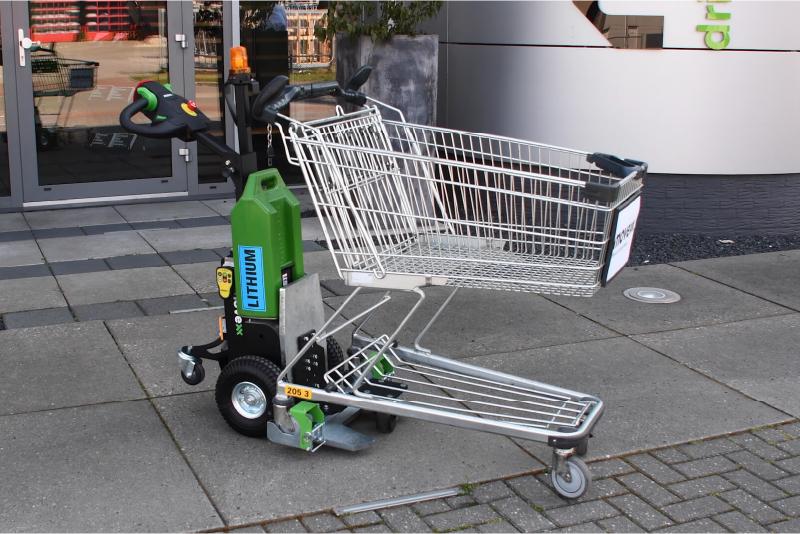 elektrický ručně vedený tahač t1000 pro obchody, ukázka manipulace s nákupním košíkem