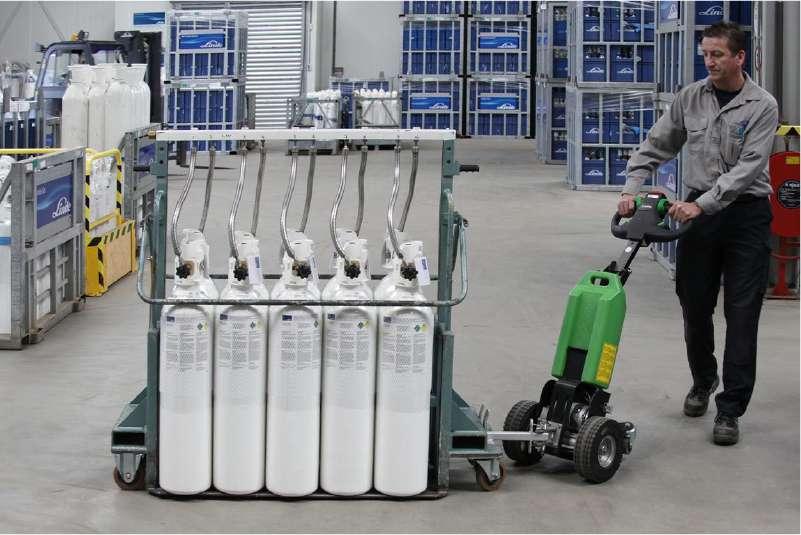 elektrický ručně vedený tahač t1000 ve skladu, manipulace těžkých plynových lahví