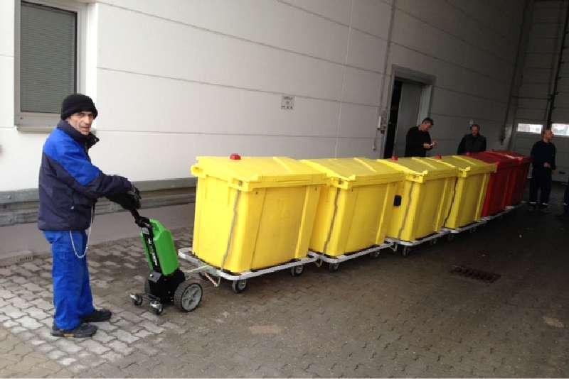 elektrický ručně vedený tahač t1000, venkovní přeprava popelnic s odpadem