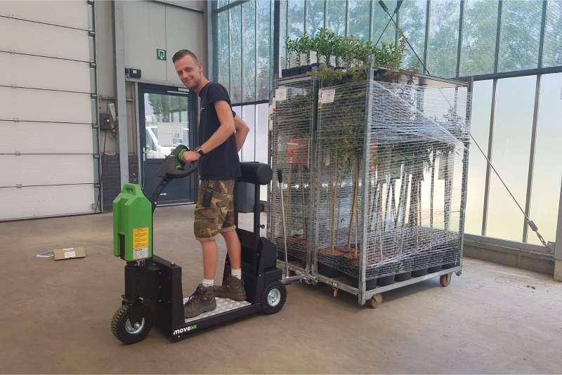 elektrický tahač t1000-platform s plošinou pro stojícího řidiče, snadná manipulace přepravních vozíků na delší vzdálenosti, uchycení mechanickým hákem
