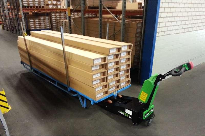 manipulace prepravni vozik na drevo rucne vedeny elektricky tahac t1000