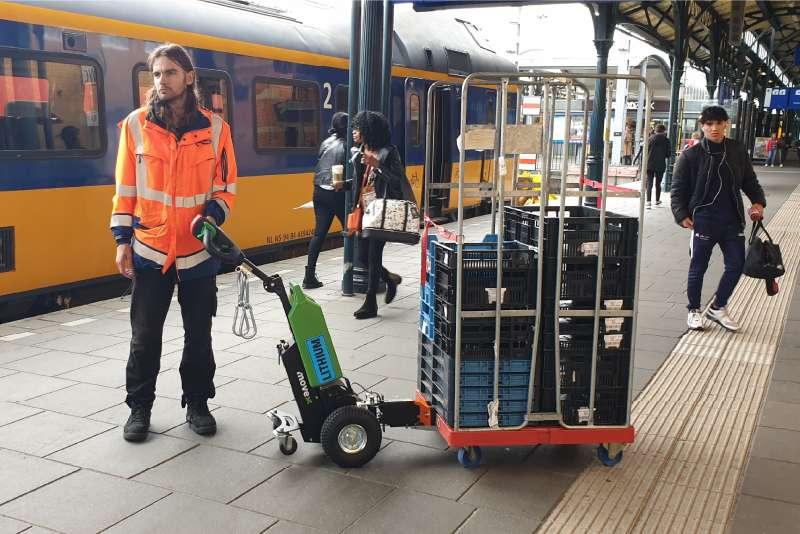 elektrický ručně vedený tahač t1000, přeprava zavazadel na nádraží