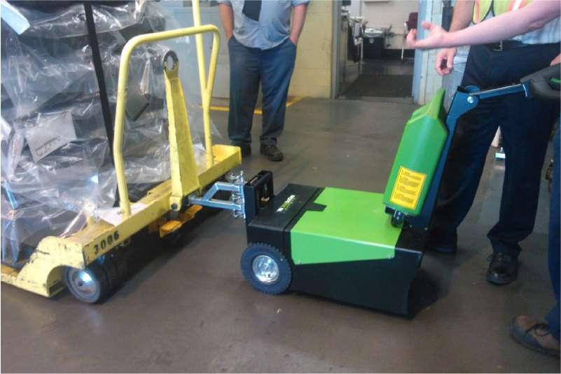 manipulace tezkych voziku na koleckach rucne vedeny elektricky tahac t1500