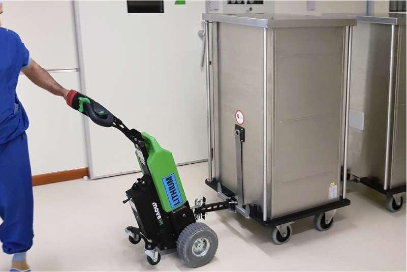 elektrický ručně vedený tahač t1000 ve zdravotnictví, manipulace přepravních boxů