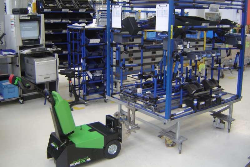 elektrický ručně vedený tahač t1000-d, manipulace vozíku na kolečkách ve výrobě
