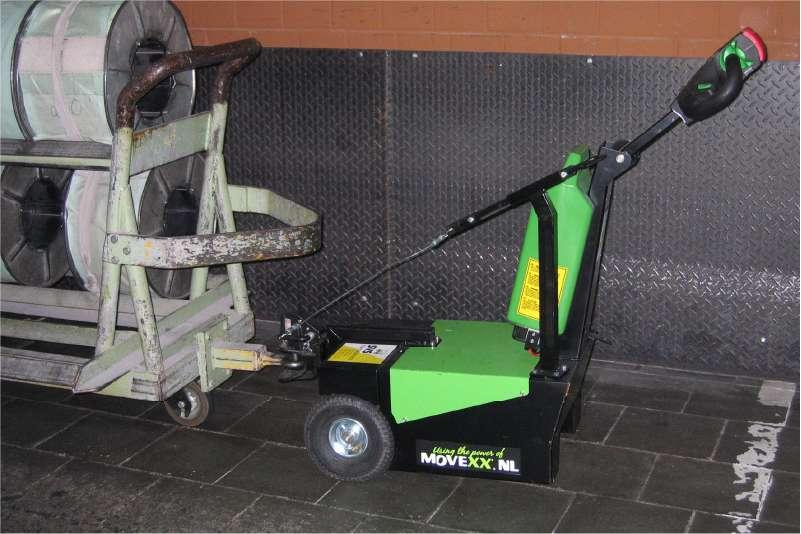 elektrický ručně vedený tahač t1000-d, připojení k vozíku s ojí