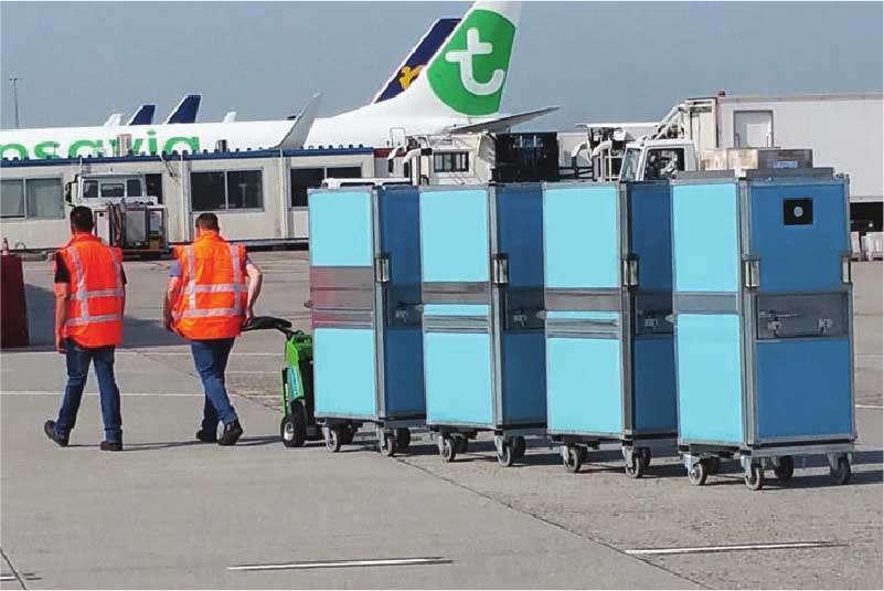 ručně vedený elektrický tahač t1500 je vhodný pro letiště, letištní personál na letišti manipuluje tažnou soupravu přepravních boxů venku směrem k letadlu