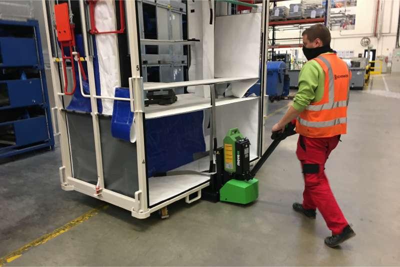 ručně vedený elektrický tahač md1000, snadná manipulace vysoké klece, která má čtyři otočná kolečka