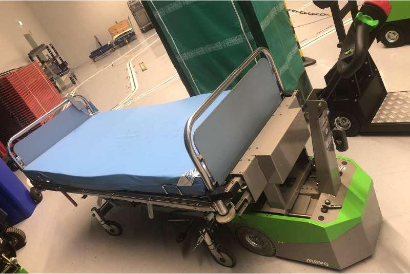 ručně vedený elektrický tahač bm500r-ffc drží nemocniční lůžko opravdu pevně