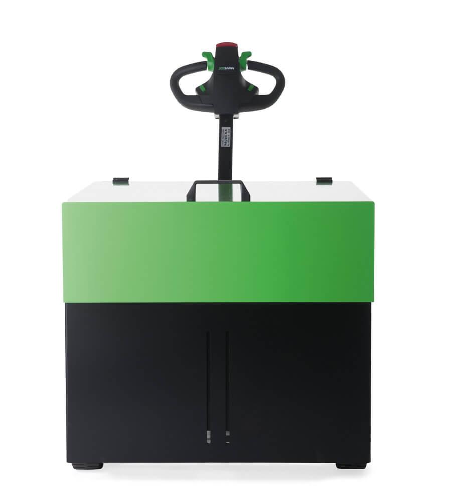 elektrický ručně vedený tahač t6000 utáhne až 6 tun nákladu na kolečkách, foto z přední strany