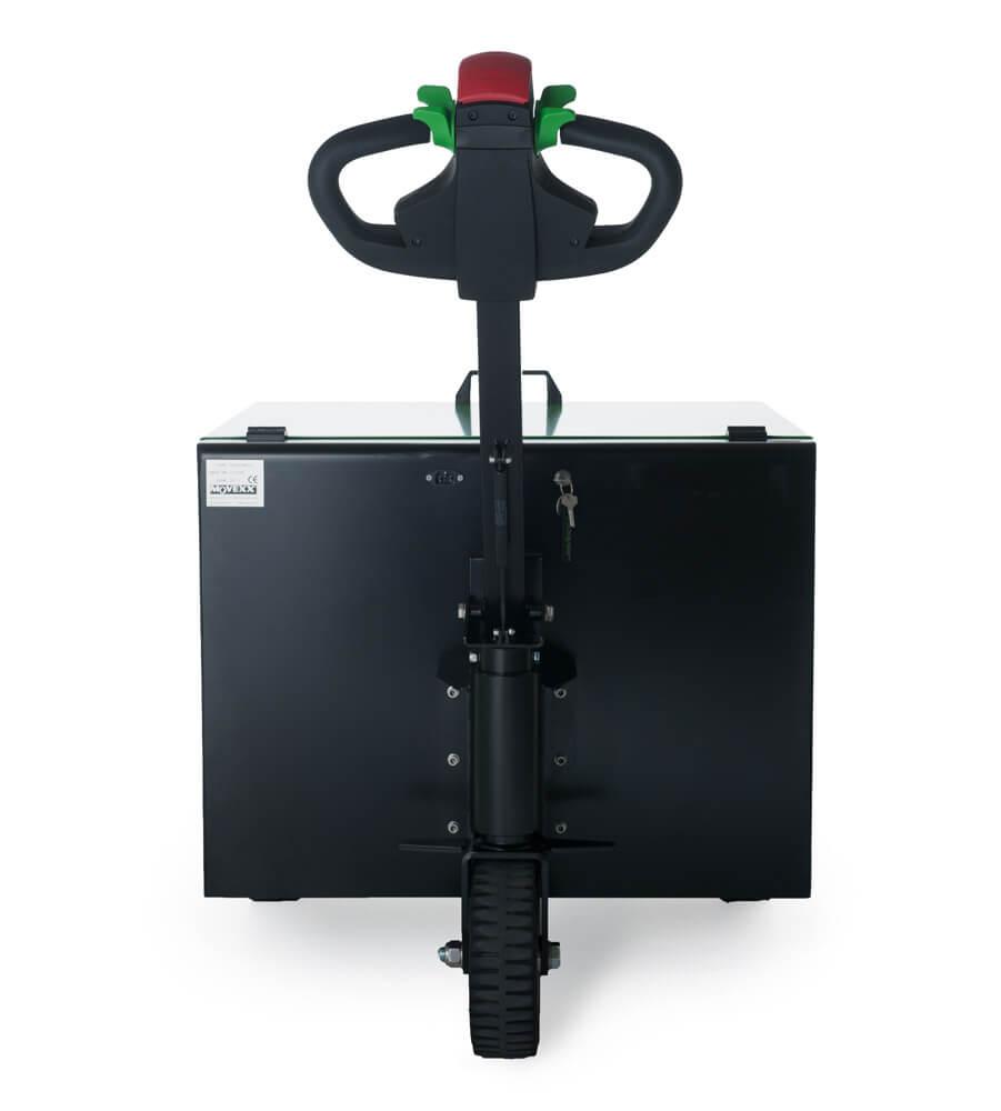 elektrický ručně vedený tahač t6000 utáhne až 6 tun nákladu na kolečkách, foto ze zadní strany