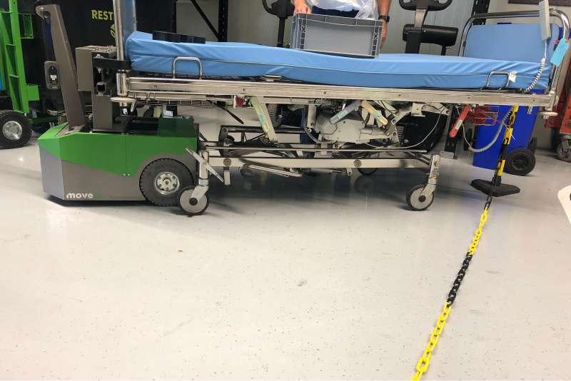 ručně vedený elektrický tahač bm500r-ffc pevné uchycení nemocniční postele, pohled z profilu