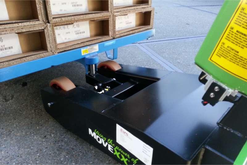 elektrický ručně vedený tahač t1000-p, ukázka zdvih nákladu zdvihacím hákem