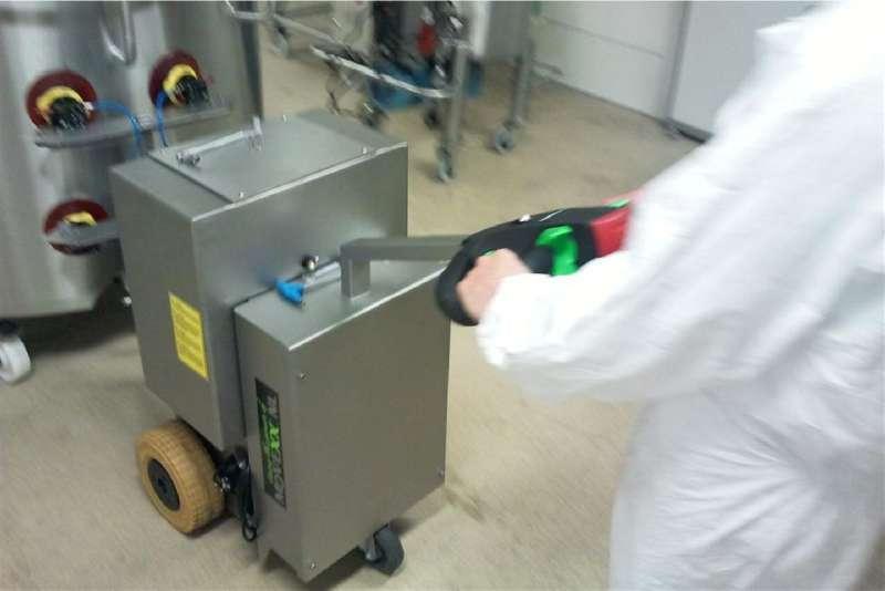 elektrický ručně vedený tahač t2500-cleanroom, uchycení nerezové nádoby vakuovými přísavkami v potravinářství