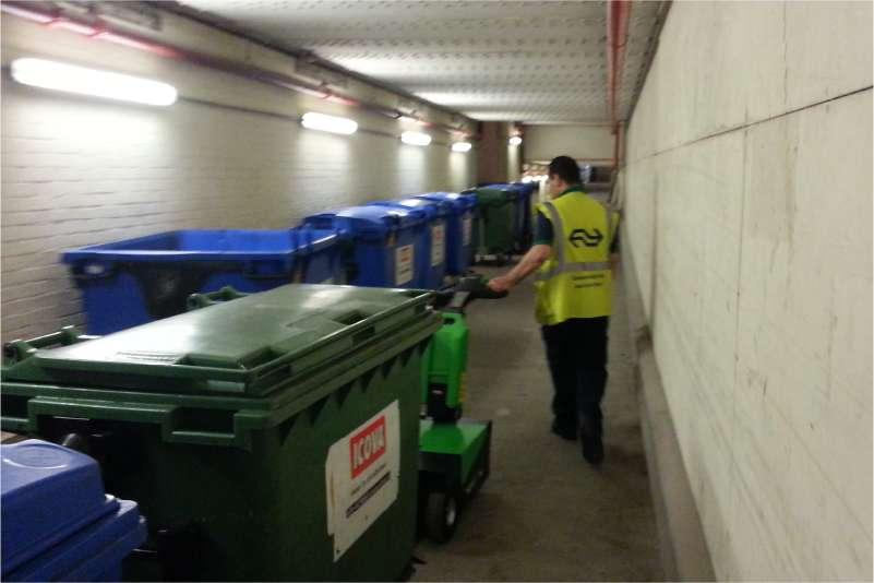 vyvazeni tezkych popelnic kontejneru rucne vedeny elektricky tahac t1500