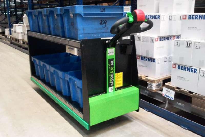 elektrický ručně vedený plošinový vozík P300 800x1200 při vychystávání má na sobě klt boxy na vychystaný materiál