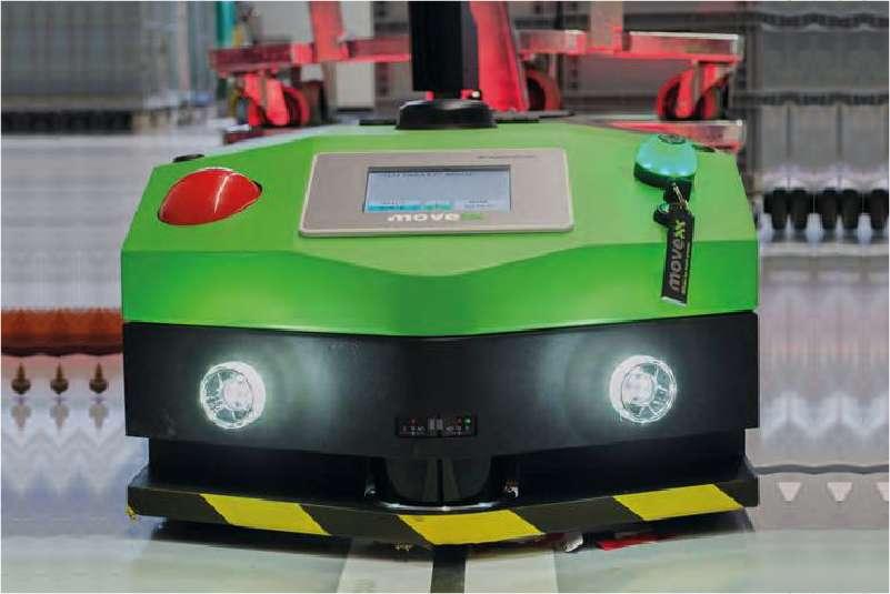 elektrický automaticky vedený tahač agv1000 se zapnutými předními světly a dotykovou obrazovkou
