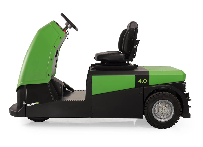 elektrický tahač bt4000 pro sedícího řidiče s pohodlnou sedačkou a vestavěnou baterií utáhne až 4 tuny nákladu, foto z profilu