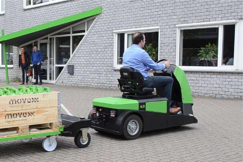 elektrický tahač bt4000 pro sedící obsluhu, venkovní manipulace tažné soupravy, tahač veze e-rámy
