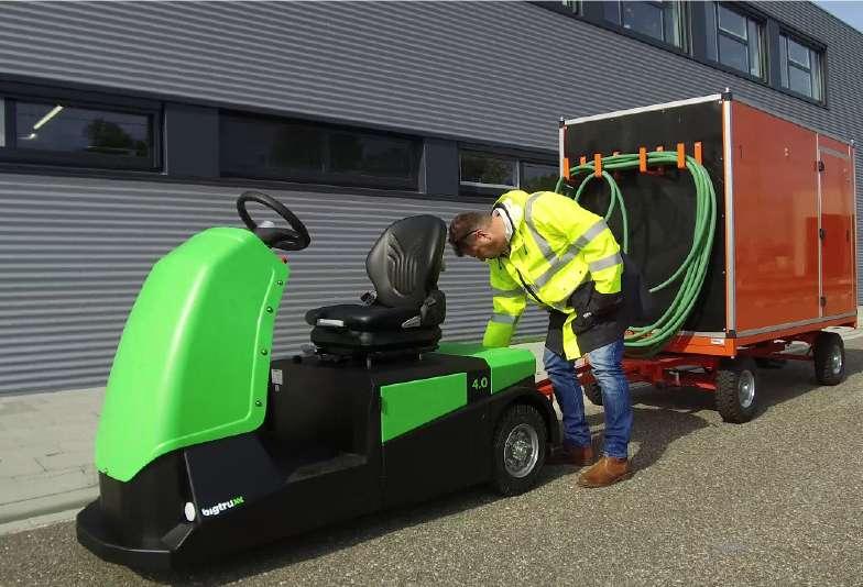 elektrický tahač bt4000 pro sedící obsluhu venkovní použití, připojení k přívěsu pomocí oje