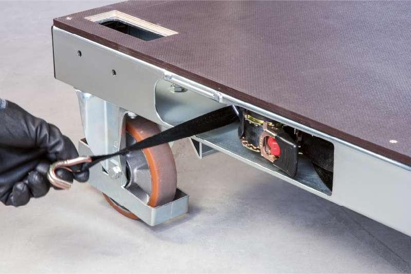 navíjecí bezpečnostní páska, plošinový paletový vozík pallet size dolly od k.hartwall