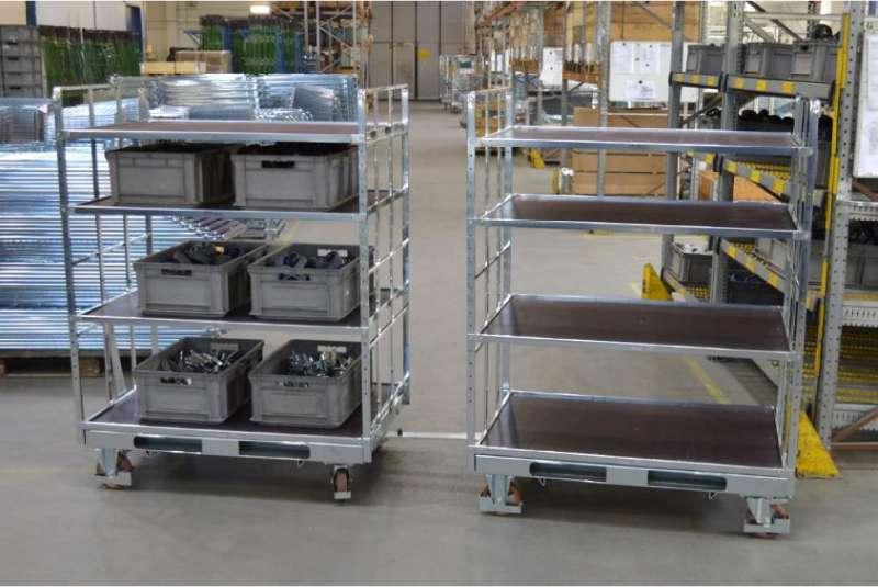 policové vozíky shelf wagon s klt boxy spojené tažnou ojí ve skladu