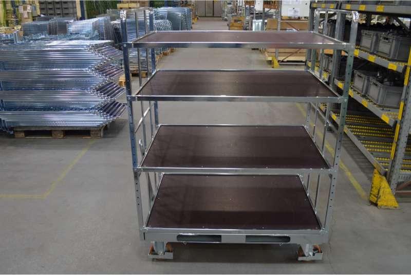 prázdný policový vozík shelf wagon ve skladu