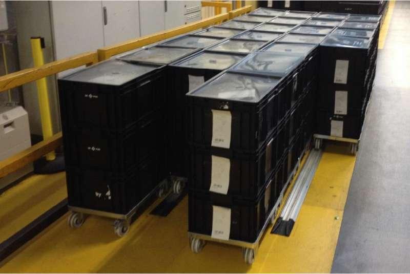 přepravní vozíky dolly s klt boxy ve skladu