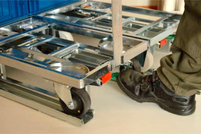 detail zapojení přepravních vozíků dolly do paletového adaptéru k.hartwall