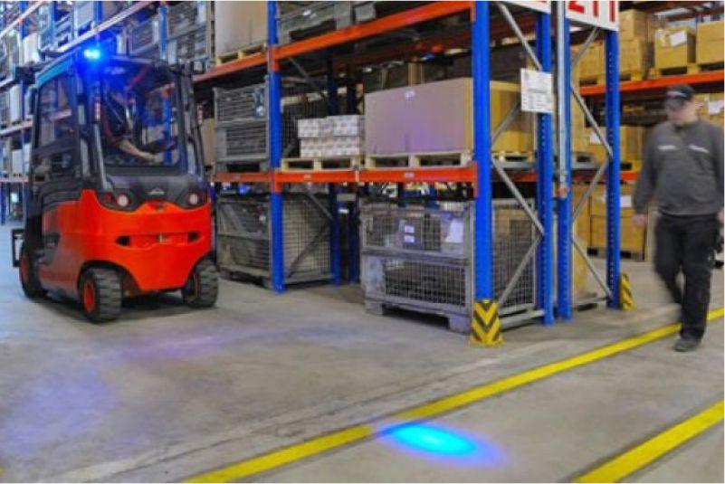 modré světlo safeled blue light pro vzv značky sis zajišťuje bezpečný provoz vzv ve skladu