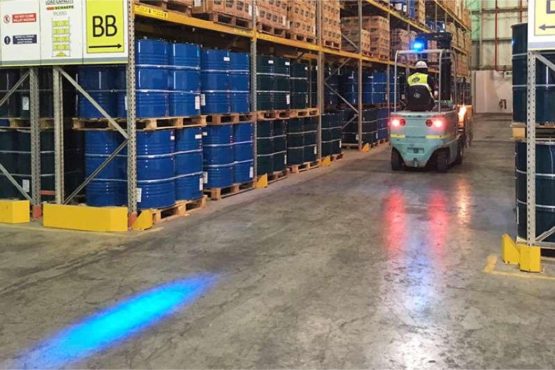 modré světlo safeled blue light pro vzv značky sis pro bezpečný provoz vzv ve skladech a halách