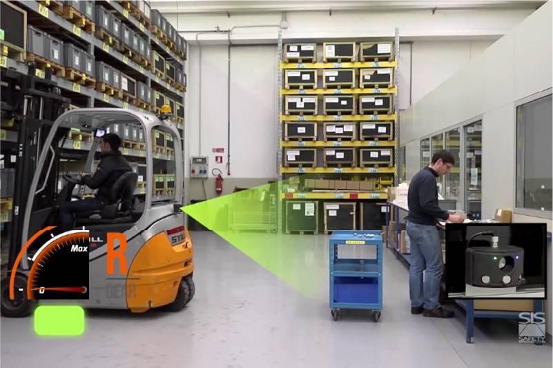 senzor detekuje objekty za vysokozdvižným vozíkem a při detekci překážky automaticky vozík zpomalí/zastaví a zabrání kolizi, zvyšuje bezpečnost provozu